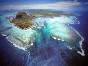 Underwater+Waterfall+Mauritius+Island